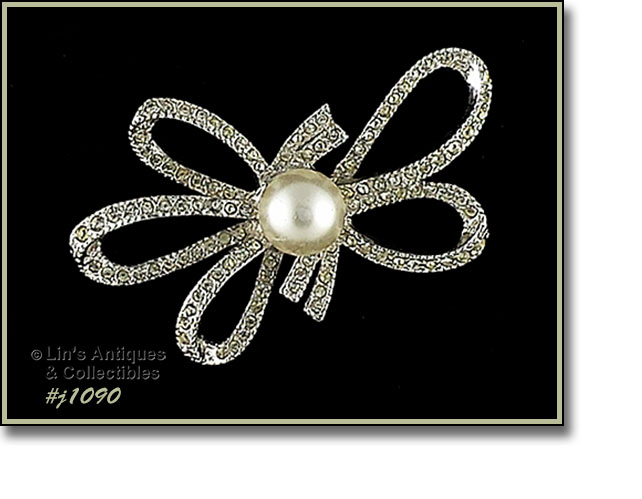 e36dc759fbd THIS IS SUCH A LOVELY VINTAGE PIN – IT'S SHAPED LIKE A BOW! PIN IS  SILVER-TONE, COVERED WITH CLEAR RHINESTONES, AND HAS A FAUX PEARL CENTER.